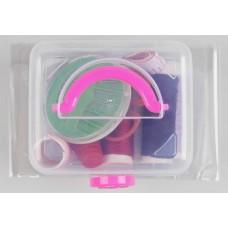 Набор для шитья в пластиковой коробке, цвет микс: ники, сантиметр, ножницы, булавки, наперсток, иголки